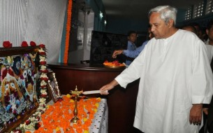 Odisha-Chief-Minister-Naveen-Patnaik-Illimunates-The-Lamp